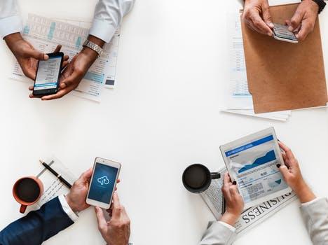 professionels connectés sur supports mobiles